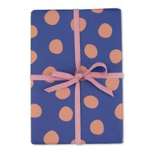 ava&yves Geschenkpapier Blau mit großen altrosa Punkten