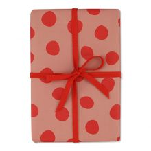 ava und yves Geschenkpapier Altrosa mit großen roten Punkten